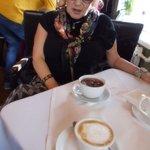 Bordsinteriör med te och cappucino.