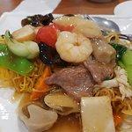 Seafood combination fried crispy noodle
