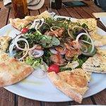 Pizza con espárragos y ensalada de setas confitadas. Delicioso!!!