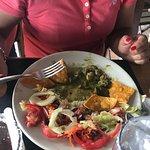 """La estafa más grande en comida, este plato es un """"mar y tierra"""" con camarones casi invisibles. P"""