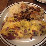 deli omelette with hash brown potatoes