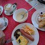 Завтрак, вид из окна, сам отель