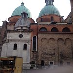 The cathedral is meeting place for several roads to central Treviso. The start of the Calmaggior