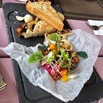 Fantasztikus kiszolgálás minőségi ételek, mindenkinek csak ajánlani tudjuk. Csak is BoriMami!!!!