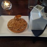 Banofee Pie with Oat Crumble Topping And Custard Desert