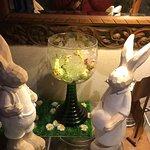 Lapins de Pâques (décoration à l'entrée de l'auberge)