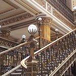 Lámparas florentinas en los techos y puntas de escaleras
