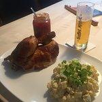 Grillhähnchen, Kartoffelsalat, Tomatenmarmelade, Kölsch