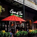 Beautiful, wel maintained building and sidewalk cafe'. The City of Mobile maintains our plants!