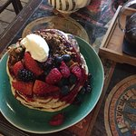pancakes with granola, mascarpone and fruit