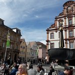 Cafe mit Blick auf den St.Georgs-Brunnen