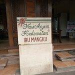 Foto de Nasi Ayam Kedewatan Ibu Mangku