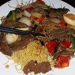 Crispy noodles with chilli beef black bean