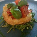 Tomato & pesto tart (v)