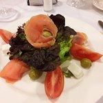 Ensalada de salmón y queso