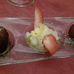 Dessert : Golabjaman (pâtisseries parfumées aux amandes et caramel)