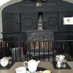 Detalles del café en la antigua cocina del castillo