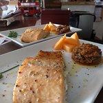 Lomo de salmón tibio con caponata siciliana...