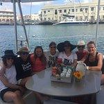 felices a nuestra llegada al catamaran