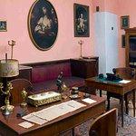Рабочий стол писателя в кабинете