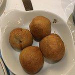 Aperitivo: buñuelos de longaniza