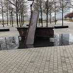 Foto de Empty Sky - 9/11 Memorial