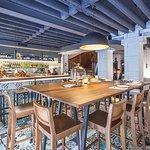 Lokal se nalazi u Jevremovoj ulici na mestu nekadašnjeg kultnog kafića Gaudi, a posle i restoran