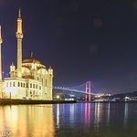 صورة ليلية لمسجد اورتاكوي