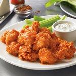 TAZMANIAN CHICKEN FINGERS: Trocitos de pechuga de pollo estilo wings con salsa picante.