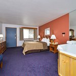 DELUXE JETTED WHIRLPOOL SUITES