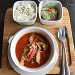 Panaeng Curry with rice annd cucumber salad