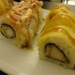 Presentación de los rolls Ebi Ten y Crispy Chicken