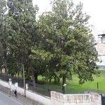 вид на улицу и английское посольство