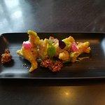 Креветки темпура со сладким кешью и соусом из вассаби.