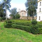i giardini all'italiana e sullo sfondo S.Maria del Monte