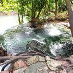 Photo de Namtok Ron (Hot Spring Waterfall ) - Khlong Thom