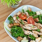 Kale salad with Chicken, Cherry Tomatoes and Apples!