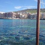 Blick vom Lokal auf die Bucht von Marsalforn