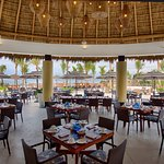 MozzaMare offers a 4-diamond service, gourmet food, pool and beach all with an oceanview