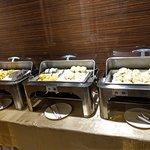 北方習慣是麥製品, 飯店早餐提供各種包子饅頭