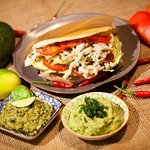 gefüllter Maisfladen mit hausgemachter Guacamole