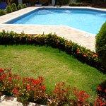 El jardín y la piscina - The garden and the pool | Hotel Los Pinos Managua, Nicaragua