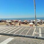vista desde la calle de la playa brava
