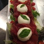 Les bons plats et pizzas préparés par Luca et Ciccio