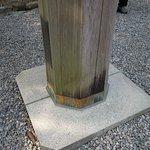 鳥居の柱が八角形