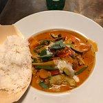 Czerwone curry z warzywami i tofu