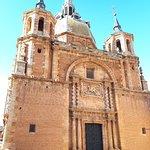 Plaza Porticada,Iglesia y Hospedería de San Carlos del Valle.