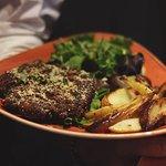 🔥 Côte de porc pané, pommes de terre, salade 🔥