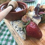 Foto de El Artesano Wine and Cheese Restaurant