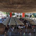 feira de antiguidades, visão das escadas do Masp